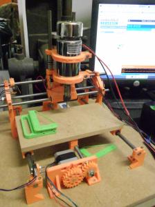 La graveuse CNC, dont les élements ont été imprimés avec notre première imprimante.